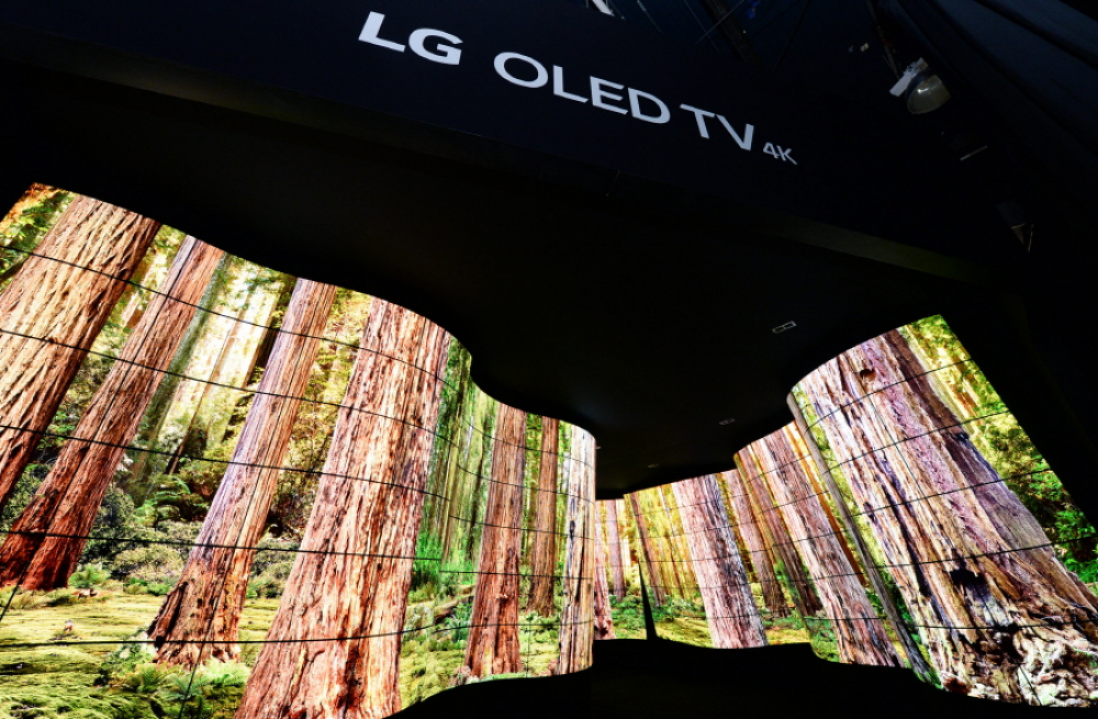 LG: Με μια μοναδική σύνθεση 246 οθονών και μήκους 28 μέτρων υποδέχεται τους επισκέπτες της CES