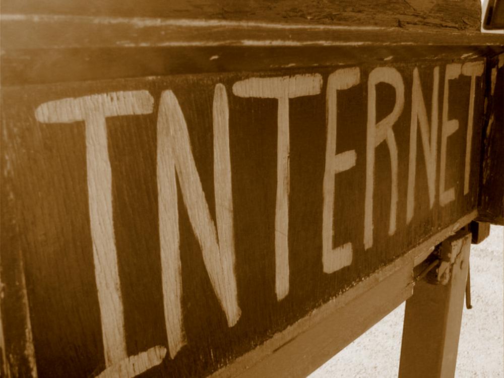 Χρειάζεται τελικά να εξελληνίσουμε ή να κατακτήσουμε το Internet;