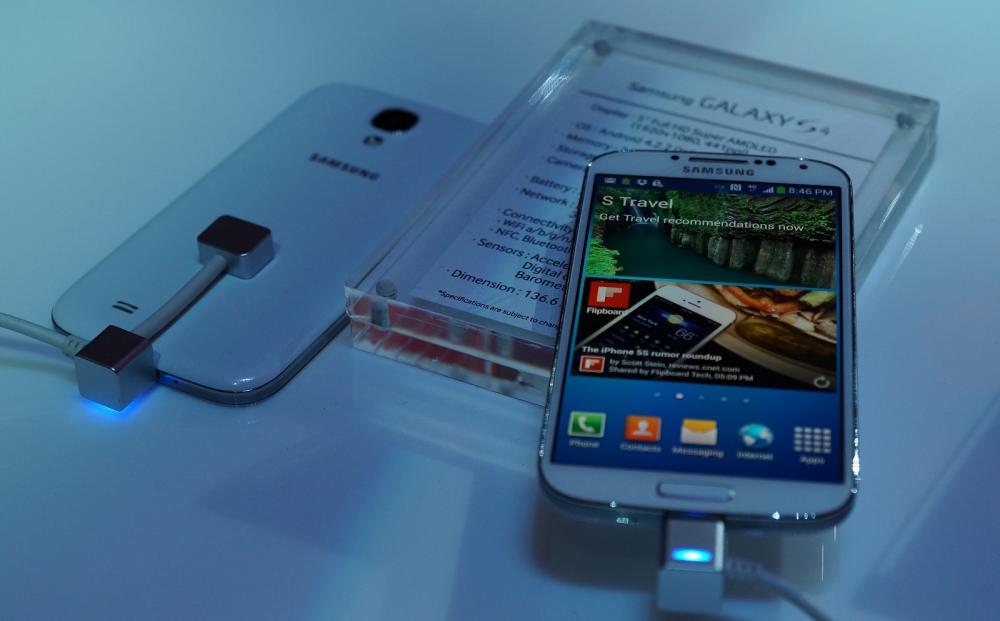 Samsung Galaxy S4: πουλάει σαν ζεστό ψωμάκι