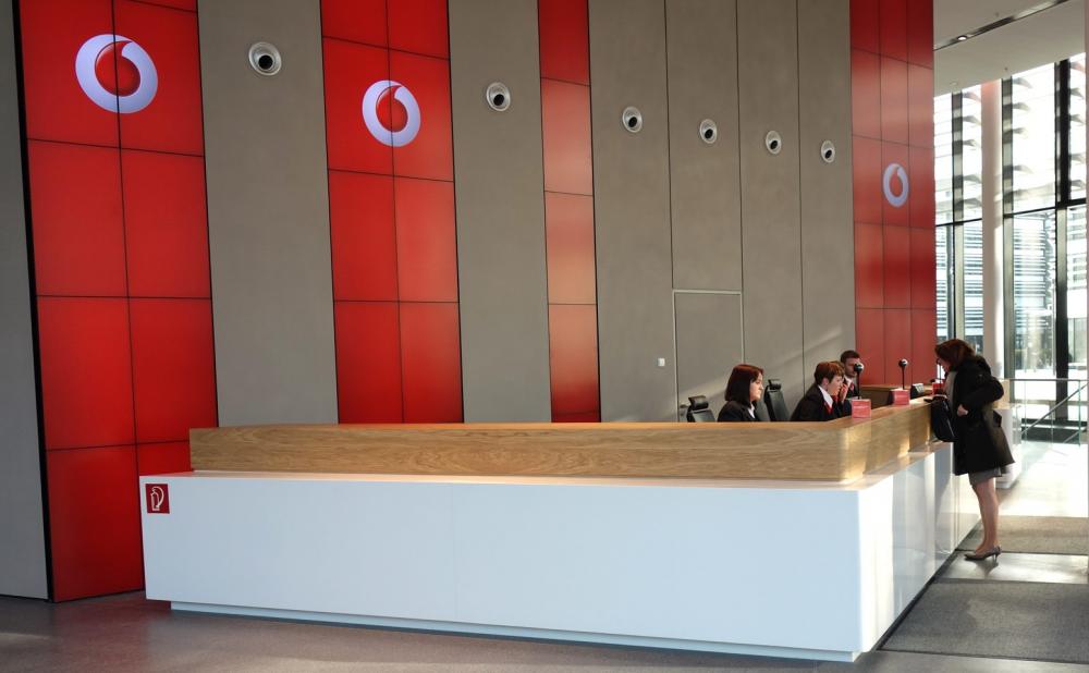 Είναι επίσημο, η Vodafone μπήκε στη Forthnet