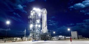 Blue Origin: 200.000 δολάρια θα κοστίζει το εισιτήριο για το ταξίδι στο διάστημα