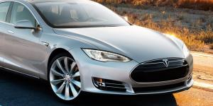 Το φράγμα των 100 δισ. δολαρίων έσπασε η Tesla