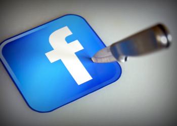 """""""Απειλή για την κοινωνία το Facebook και η Google"""""""