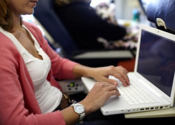 Απαγόρευση ηλεκτρονικών συσκευών σε συγκεκριμένες πτήσεις προς ΗΠΑ και Αγγλία