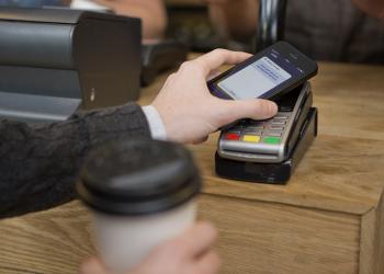 Νέα συνεργασία Vodafone με Visa για ανέπαφες συναλλαγές
