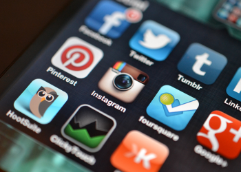 Πώς μπαίνουν στα social media;