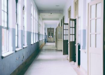 Άμεση αναβάθμιση των ευρυζωνικών συνδέσεων των ελληνικών σχολείων