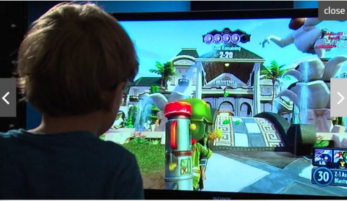 Πεντάχρονος 'βουλώνει' τρύπες του Xbox One
