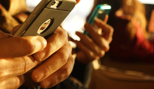 iPhone, ραδιόφωνο και μια μπερδεμένη (;) FCC