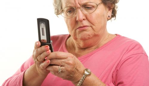 Οι εταιρείες κινητής υποτιμούν τις ηλικιακά μεγαλύτερες ομάδες