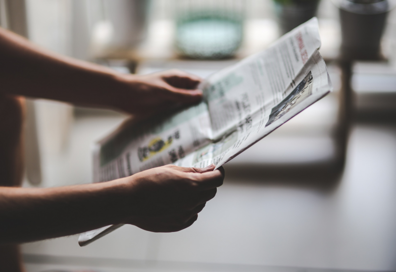 Πρέπει το Facebook και η Google να σώσουν τις εφημερίδες;